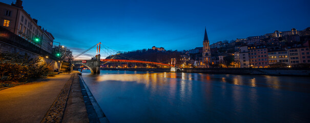 Photo sur Plexiglas Londres Lyon, France, Europe, 6th December 2019, a view of the river rhone and city of Lyon at twilight