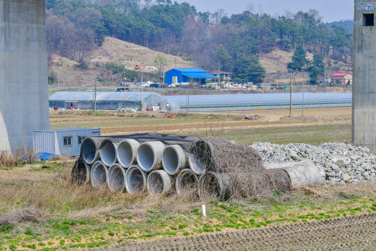 Sections of round concrete culverts