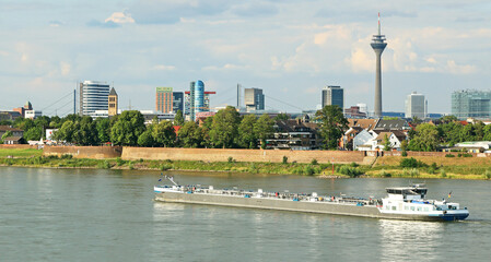 Panorama Düsseldorf von Süden-Westen gesehen