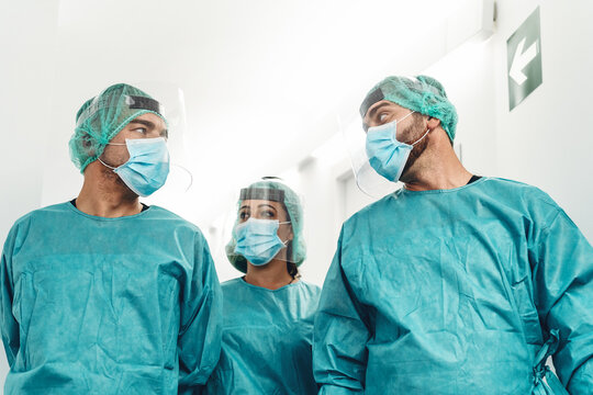 Doctors preparing for surgical operation in hospital during corona virus outbreak - Medical workers getting ready for fighting against coronavirus pandemic - Healthcare medicine concept