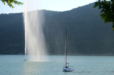 Photos of a beautiful fountain and yacht