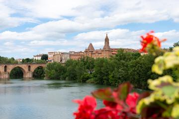 Montauban et le fleuve du Tarn