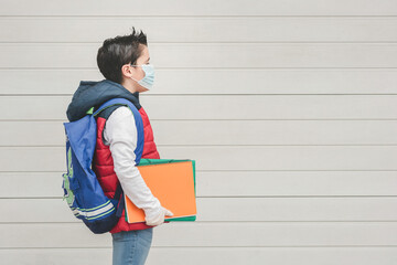 kid with medical mask and backpack going to school