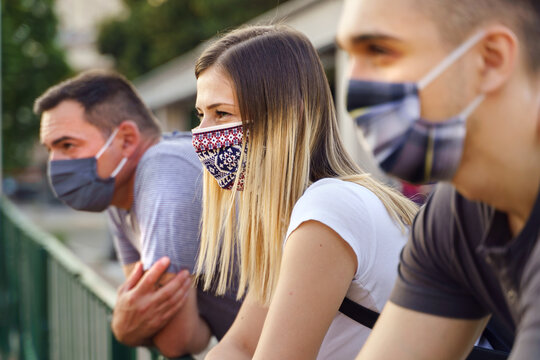 Group of caucasian millenialls tourists on the vacation wearing protective masks - Social distancing and precaution due to covid-19 pandemic - caucasian friends close up new normal lifestyle concept