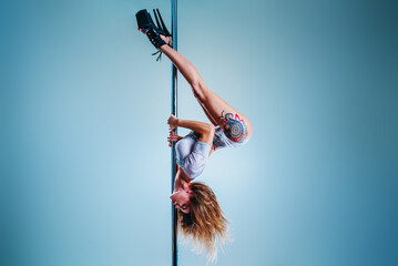 Foto op Canvas Dance School Woman pole dancing