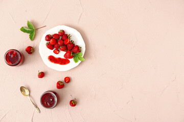 Keuken foto achterwand Londen Jars of tasty strawberry jam on color background