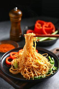 fried noodles in black plate