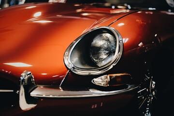 Obraz Klasyczny, czerwony samochód - fototapety do salonu
