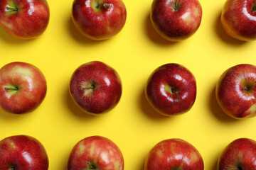 Fototapete - Tasty red apples on yellow background, flat lay