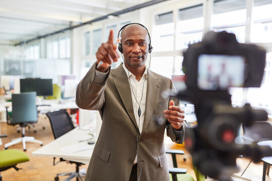 Record video for a coaching online workshop