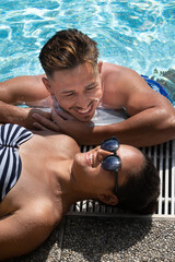 Sommerflirt am Poolrand