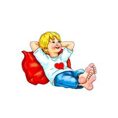 Junge Kind sitzt barfuß bequem Hände hinter Kopf an Kissen gelehnt in rot Hintergrund weiß Schüler  genießen ohne Schuhe Pause ausruhen Urlaub Herz  entspannen Blick nach oben lächeln Freude