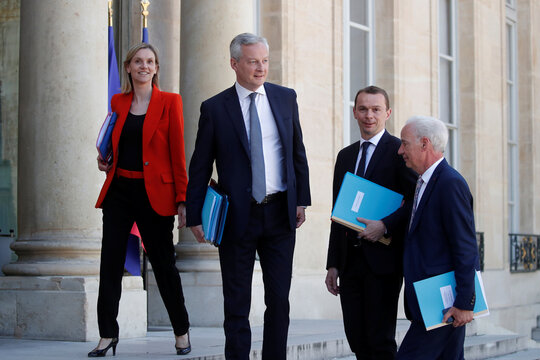 Weekly cabinet meeting in Paris