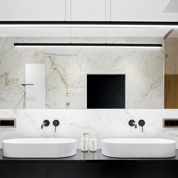Bathroom with two oval washbasins