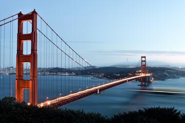 Fotomurales - Golden Gate Bridge Over River Against Sky At San Francisco In California