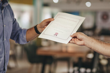 Obraz Cropped Hands Of Businessman Holding Certificate - fototapety do salonu