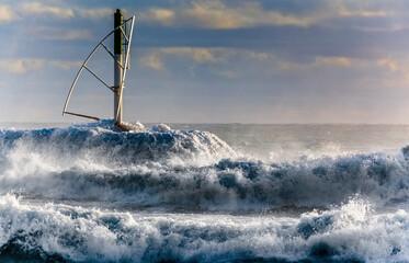 Mer démontée à l'entrée du port de Saint-Gilles-les-Bains, île de la Réunion