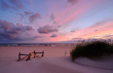 Krajobraz Morza Bałtyckiego,wschód słońca ,plaża w Kołobrzegu,Polska.