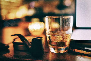 Photo sur Plexiglas Bar Close-up Of Alcohol In Glass By Smoking Pipe On Table