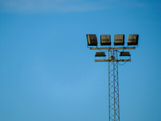 Fotomurales - Low Angle View Of Light Tower Against Blue Sky