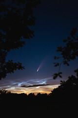 Komet Neowise über Norddeutschland mit Leuchtenden Nachtwolken