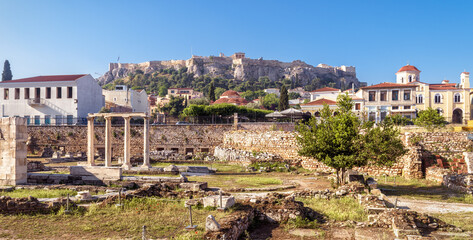 Fototapete - Panorama of Library of Hadrian overlooking Acropolis, Athens, Greece. It are famous tourist attractions of city. Urban landscape of Athens