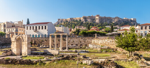 Fototapete - Panoramic view of Library of Hadrian, Acropolis in distance, Athens, Greece. It are famous tourist attractions of city. Urban landscape of Athens