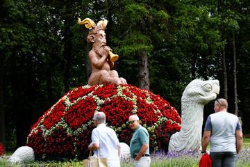 'A Midsummer Night's Dream' flower festival in Pakruojis