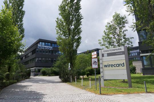 Aschheim bei München, Bayern / Deutschland - 12. Juli 2020: Gewitterwolken über den modernen Stahl-Glas-Gebäuden der Wirecard AG (DAX Unternehmen) mit Logo