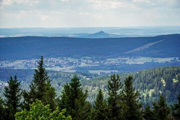 Ausblick im Fichtelgebirge vom Haberstein Schneeberg in die Landschaft im Sommer