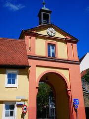 Windsbach Oberes Tor Stadtbild Ort Ortsansicht Kleinstadt Uhr Turmuhr Dach Franken Mittelfranken Bayern Ziegel Naherholung 91575