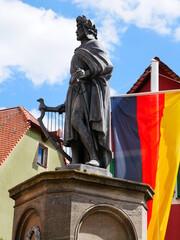 Denkmal Wolfram von Eschenbach in Wolframs-Eschenbach Marktplatz Dichter Ritter Minnesänger  Poet Parzival Mittelalter Harfe Fahne Deutschland Deutsche Geschichte Mittelfranken Franken Bayern berühmt