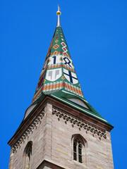 Wolframs-Eschenbach Liebfrauenmünster Kirche Helm spitzen Spitzhelmdach Franken Mittelfranken Bayern Deutschland Kirchturm glasierte Keramik Ziegel Wappen farbig Europa gotik 1468