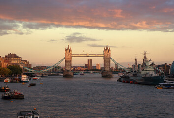 Fotomurales - Tower Bridge at sunset, London, UK