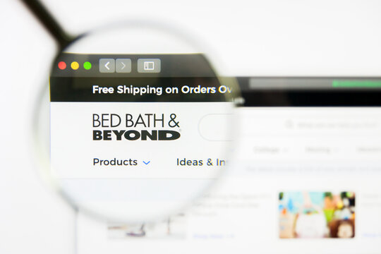 Los Angeles, California, USA - 8 April 2019: Illustrative Editorial of Bed Bath and Beyond website homepage. Bed Bath and Beyond logo visible on display screen.