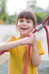 Photo sur Plexiglas Doux monstres cute 6 years old girl on the playground
