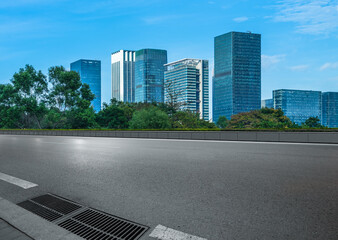 Fotomurales - empty asphalt road with city skyline background in china.