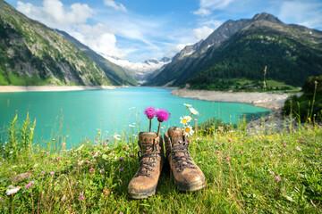 Photo sur Plexiglas Alpes Wanderschuhe in den Alpen