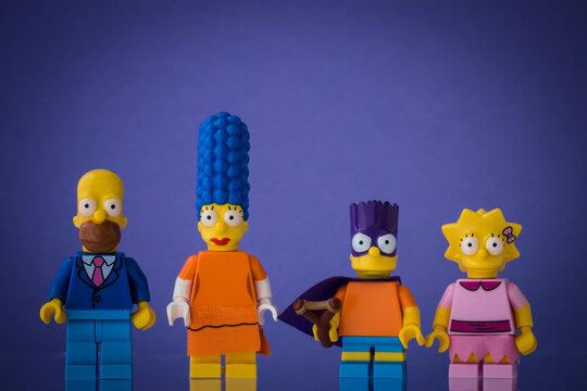 Lippstadt - Deutschland 19. Juli 2020 Lego Figur Marge, Homer, Bart und Lisa Simpson