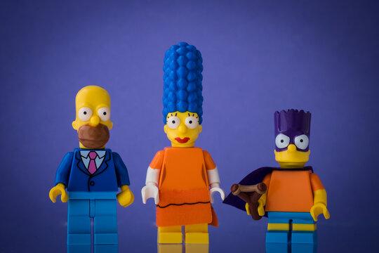 Lippstadt - Deutschland 19. Juli 2020 Lego Figur Marge, Homer und Bart Simpson