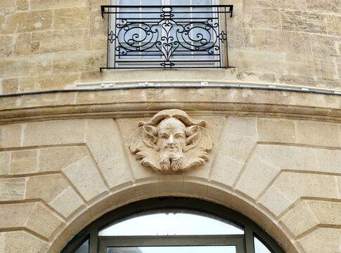 Mascaron d'un immeuble bordelais. Mascarons de Bordeaux Gironde France