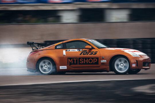 Nissan 350Z go fast in drift with smoke