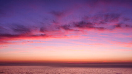 Fond de hotte en verre imprimé Prune Orange, pink, purple, red sunset over the sea
