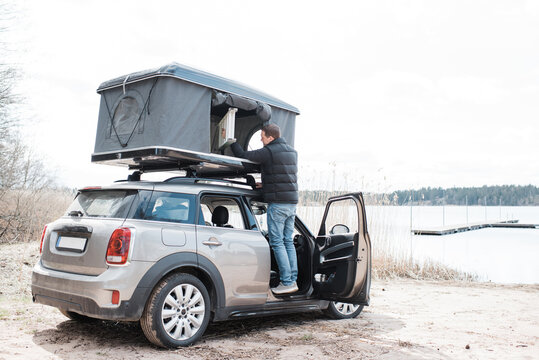man setting up a roof top tent for an office to social distance
