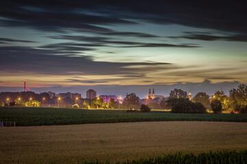 panorama miasta Opole w nocy