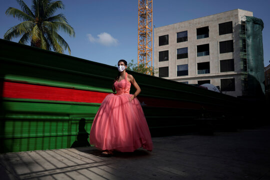 Quinceanera celebration amid COVID-19 concerns in Havana