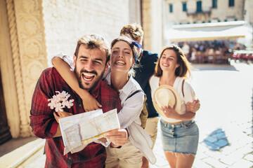 Fototapeta Happy friends enjoying sightseeing tour in the city.