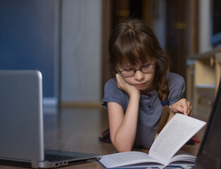 Photo sur Toile Doux monstres Cute girl reading and study at home by internet