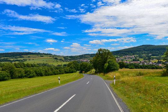 Landstrasse in Sinntal im Main-Kinzig-Kreis / Hessen