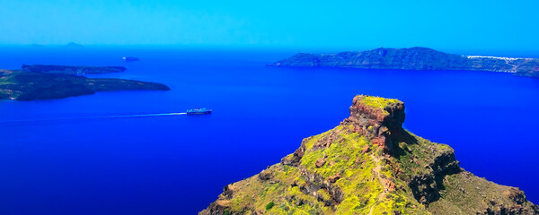 Foto auf Leinwand Dunkelblau Santorini island famous viewpoint rock of Skaros and sea banner panorama, Greece
